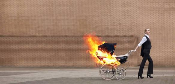 lángol a babakocsi