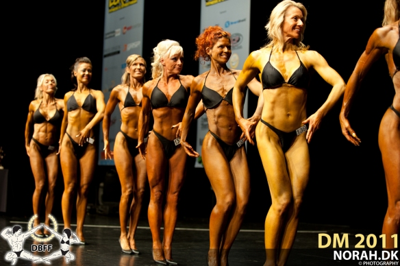 bodyfitness_masters_line_up_prejudging_right_side_1